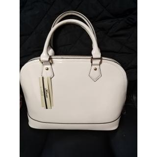 Lakovaná bílá kabelka